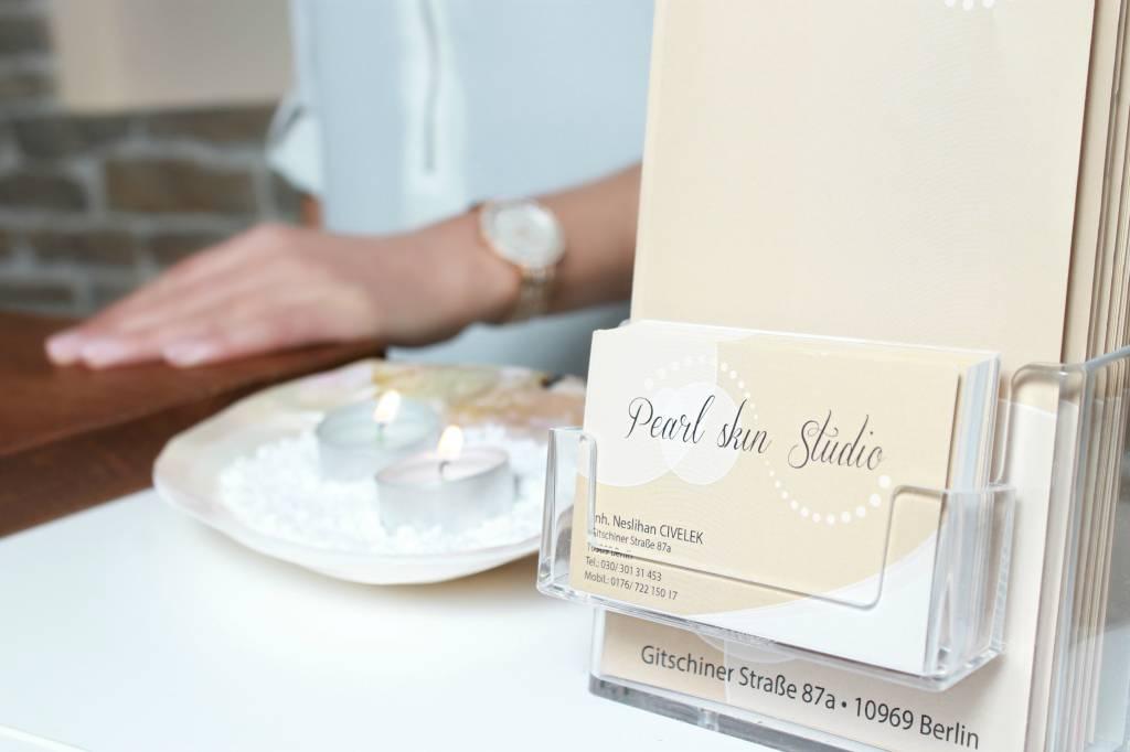 Pearl Skin Kosmetikstudio Visitenkartenständer